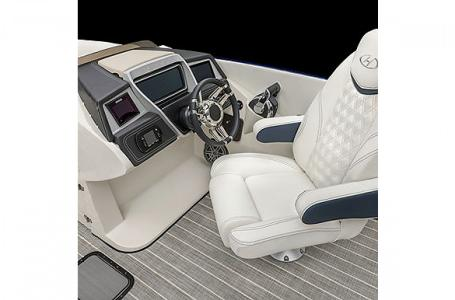 2021 Harris boat for sale, model of the boat is Harris Crowne SL 270 & Image # 8 of 14