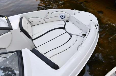 2021 Stingray Boats boat for sale, model of the boat is 208LR & Image # 9 of 11