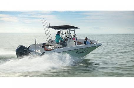 2021 Bayliner boat for sale, model of the boat is Trophy 22CC & Image # 4 of 5