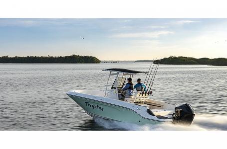 2021 Bayliner boat for sale, model of the boat is Trophy 22CC & Image # 2 of 5