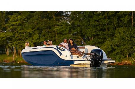 2021 Bayliner boat for sale, model of the boat is DX2200 & Image # 2 of 5
