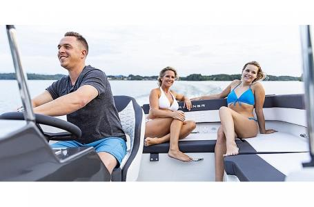 2021 Bayliner boat for sale, model of the boat is VR5 Bowrider & Image # 10 of 13