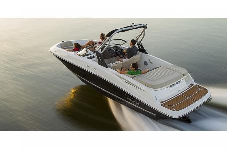 2021 Bayliner boat for sale, model of the boat is VR5 Bowrider & Image # 12 of 13
