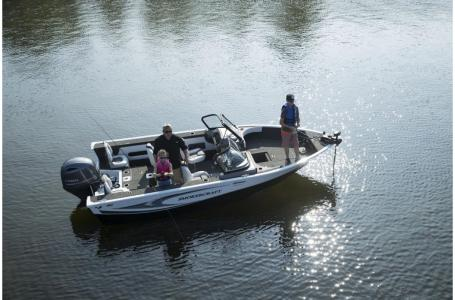 2021 Smoker Craft boat for sale, model of the boat is Legacy Ultima 182 & Image # 16 of 17