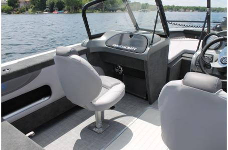 2021 Smoker Craft boat for sale, model of the boat is Legacy Ultima 182 & Image # 2 of 17