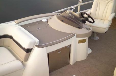 2007 Harris boat for sale, model of the boat is Crowne 250 & Image # 16 of 21