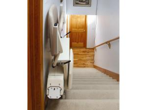 PINNACLE PREMIUM STAIR LIFT