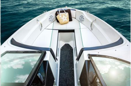 2015 Sea Ray boat for sale, model of the boat is 190 Sport OUTBOARD & Image # 5 of 16