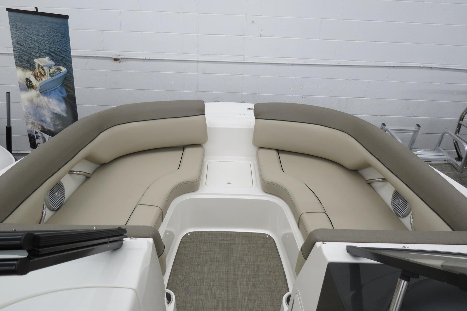 2019 Bayliner boat for sale, model of the boat is 215 Deck Boat & Image # 5 of 6