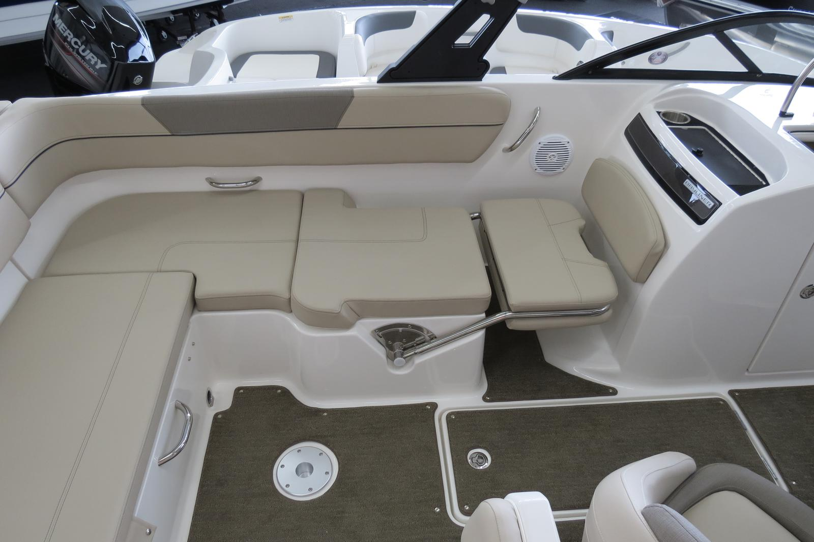 2019 Bayliner boat for sale, model of the boat is VR6 Bowrider & Image # 4 of 7