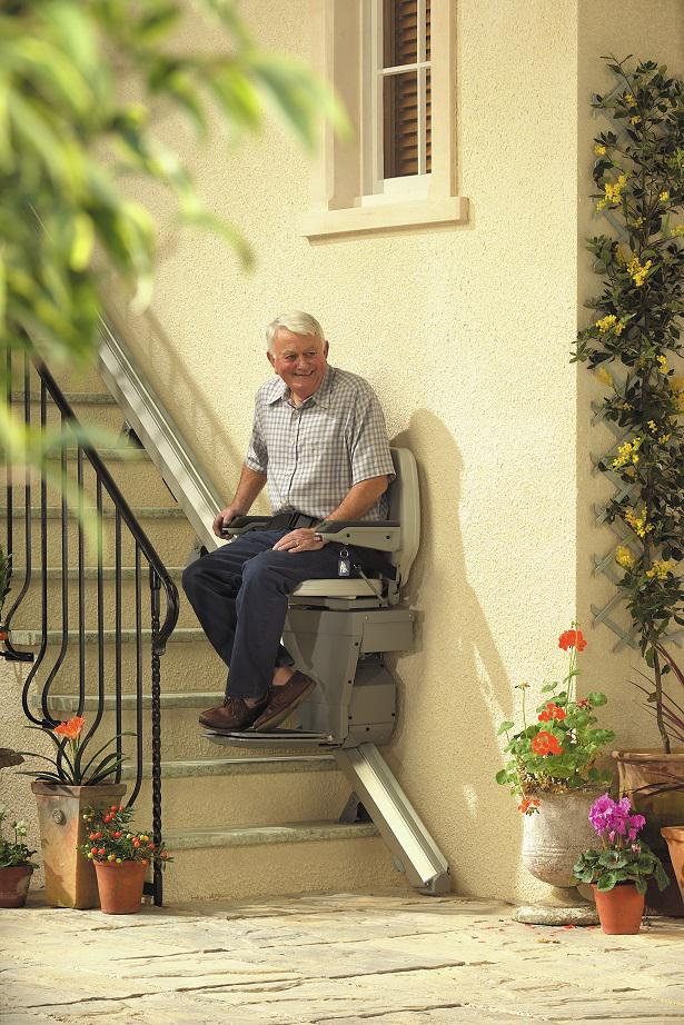 Outdoor 320  stairlift at Bottom 30 percent