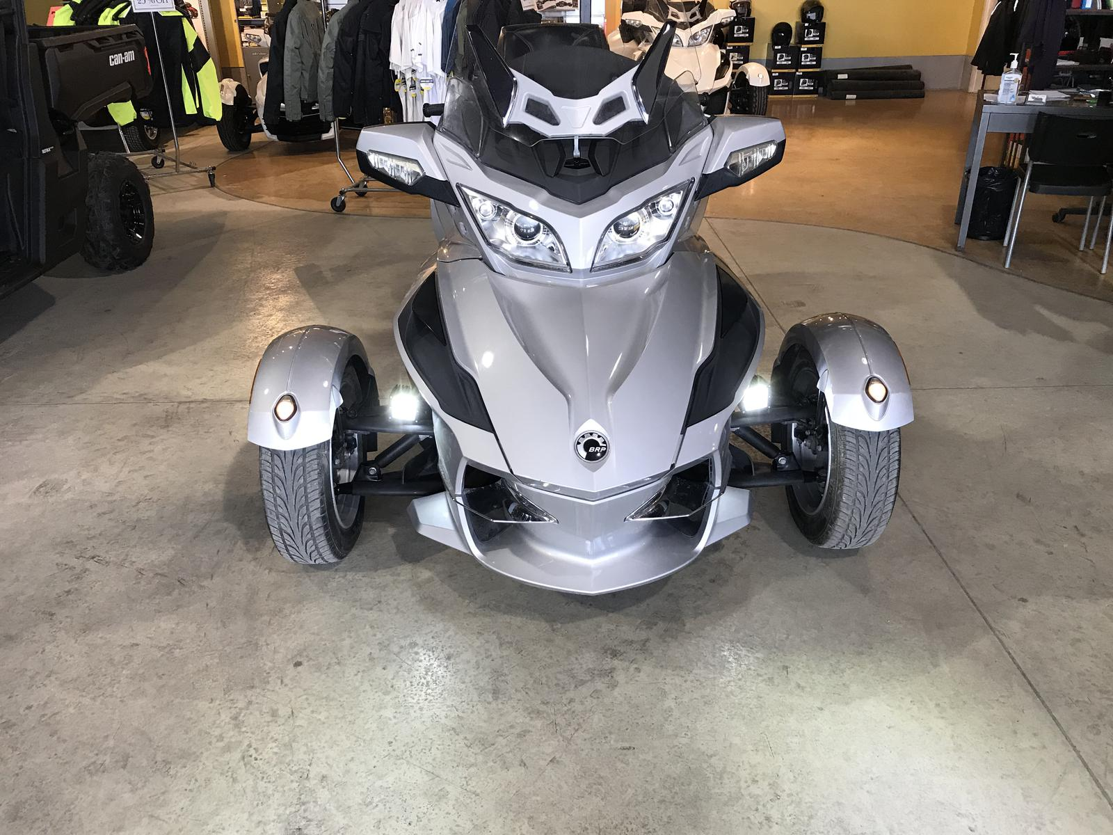 2010 Can-Am ATV CAN-AM SPYDER RT SM5 | 2 of 5