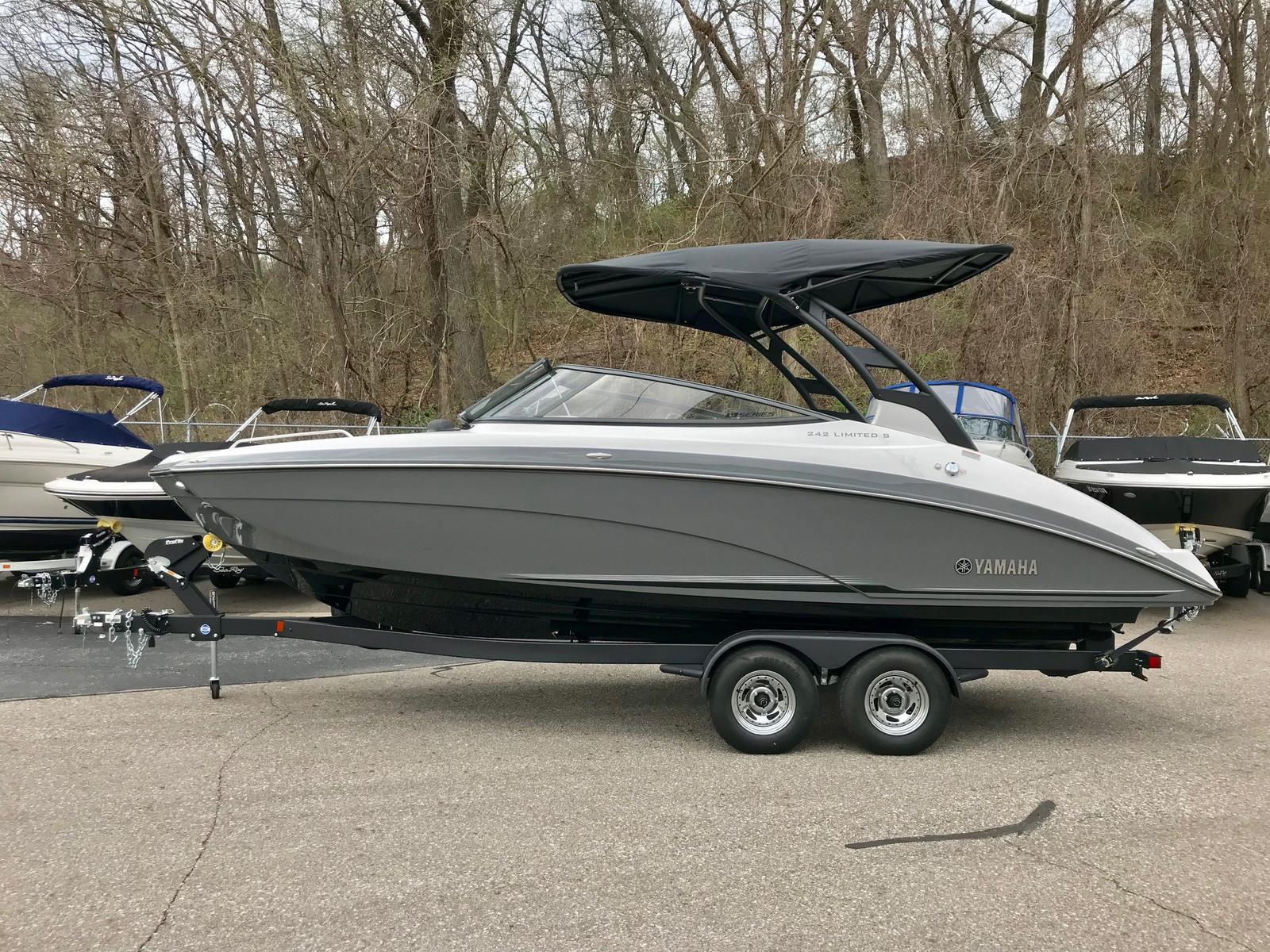 2019 Yamaha boat for sale, model of the boat is 242 Limited S E-Series & Image # 1 of 9