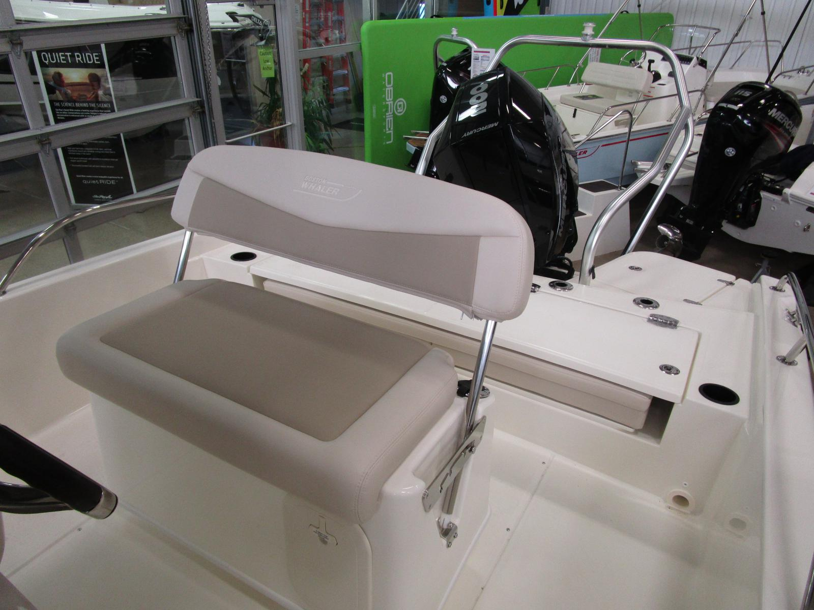 2019 Boston Whaler boat for sale, model of the boat is 210 Dauntless & Image # 4 of 7