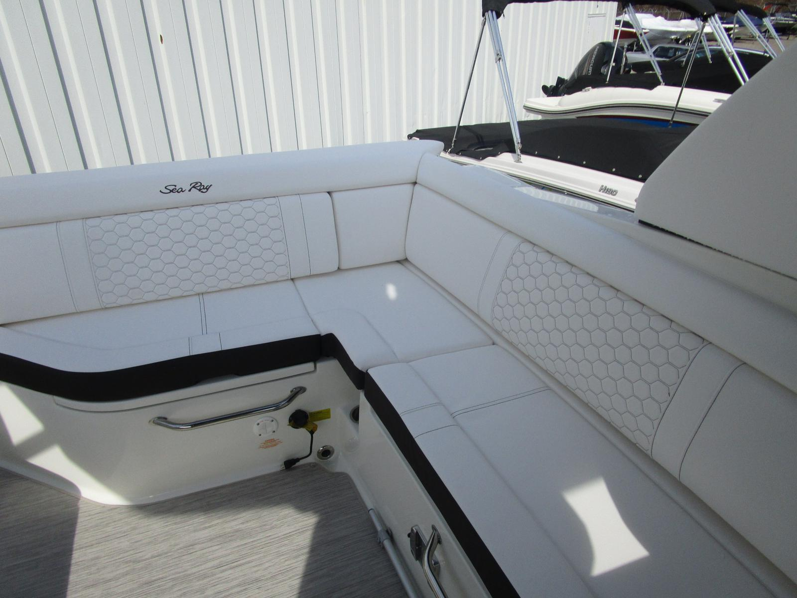 2019 Sea Ray boat for sale, model of the boat is SDX 270 & Image # 3 of 6