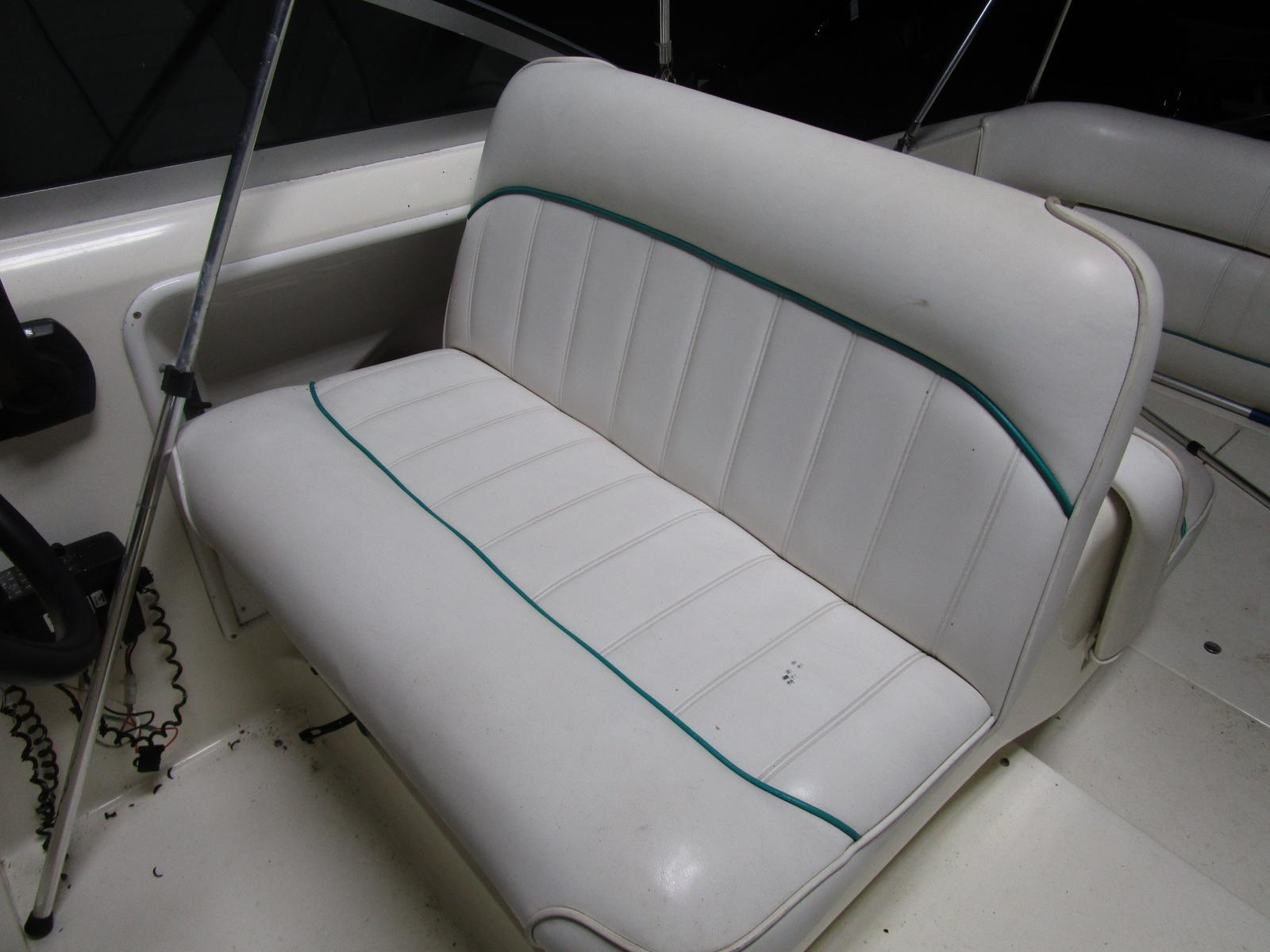 1994 Sea Ray boat for sale, model of the boat is 270 Sundancer & Image # 7 of 11