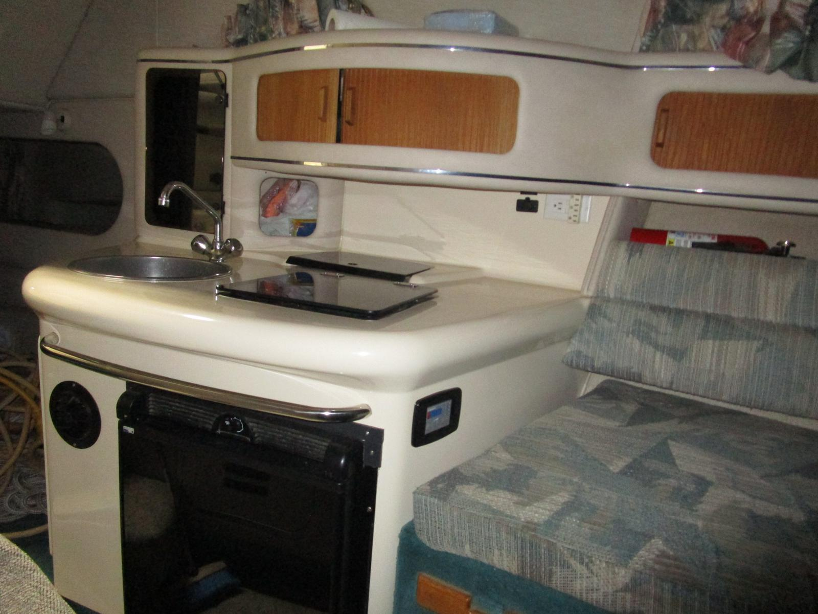 1994 Sea Ray boat for sale, model of the boat is 270 Sundancer & Image # 3 of 11