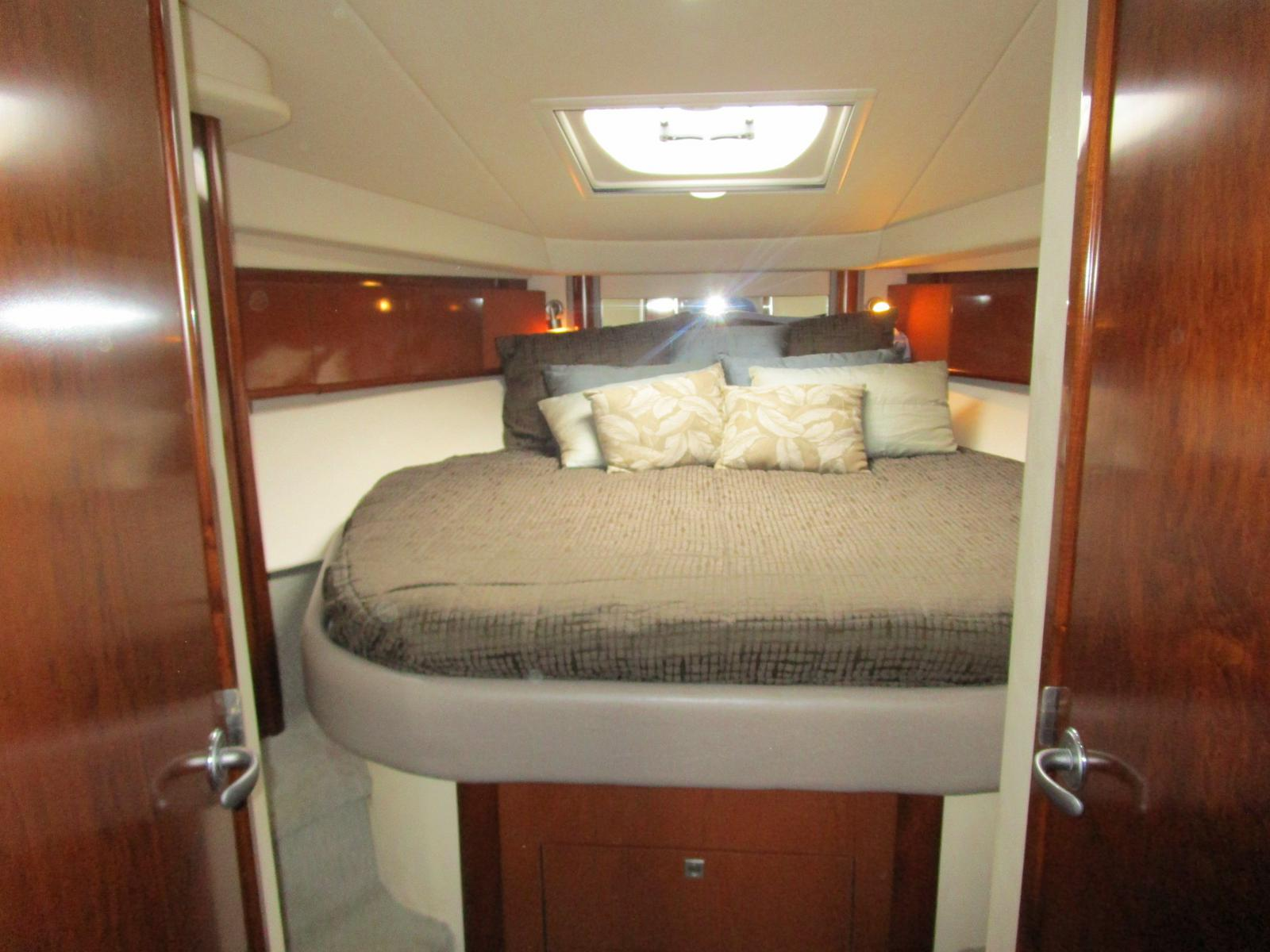 2010 Sea Ray boat for sale, model of the boat is 40 Sundancer & Image # 3 of 14