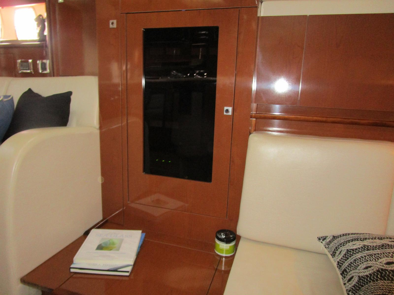 2010 Sea Ray boat for sale, model of the boat is 40 Sundancer & Image # 6 of 14