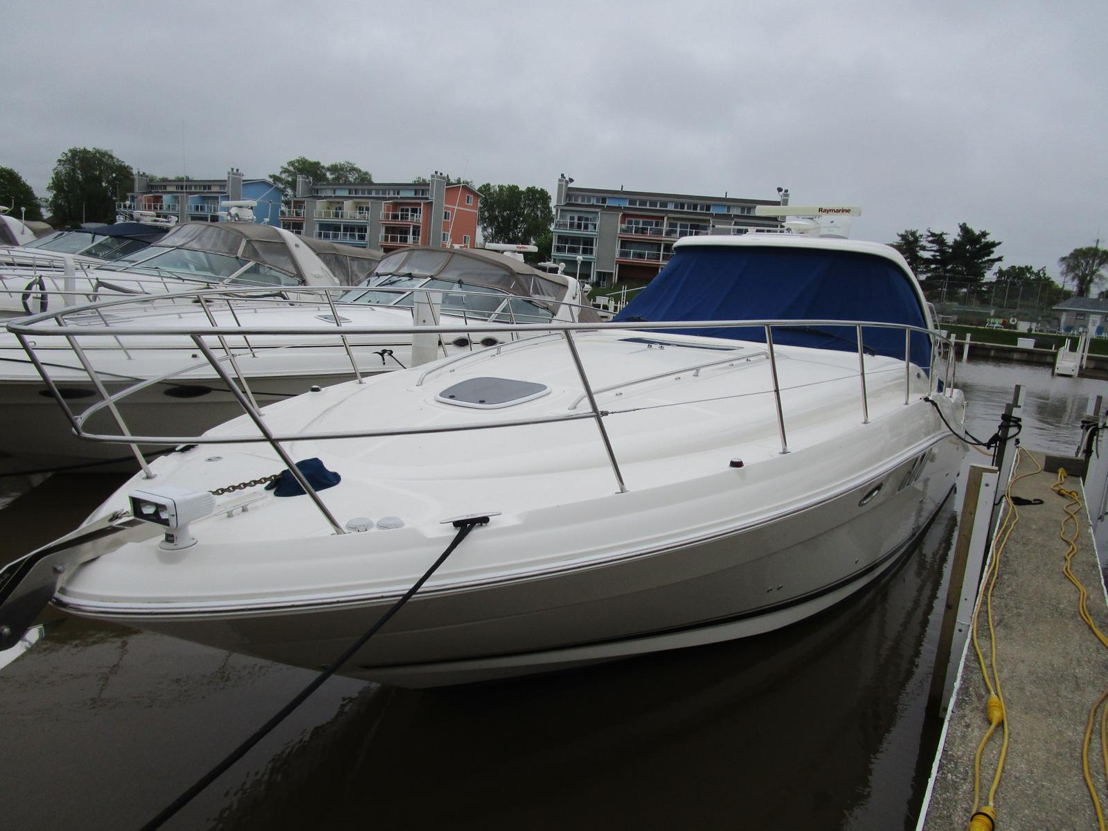 2010 Sea Ray boat for sale, model of the boat is 40 Sundancer & Image # 1 of 14