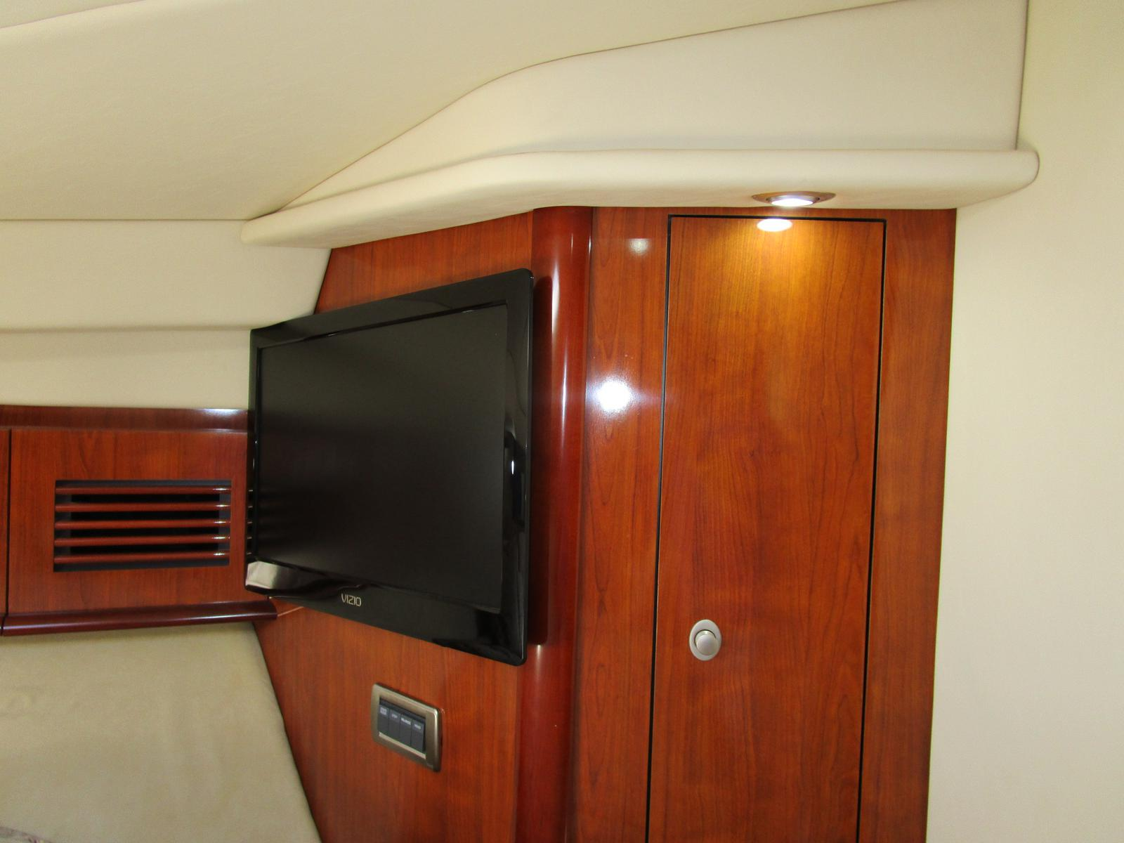 2004 Sea Ray boat for sale, model of the boat is 390 Sundancer & Image # 3 of 8
