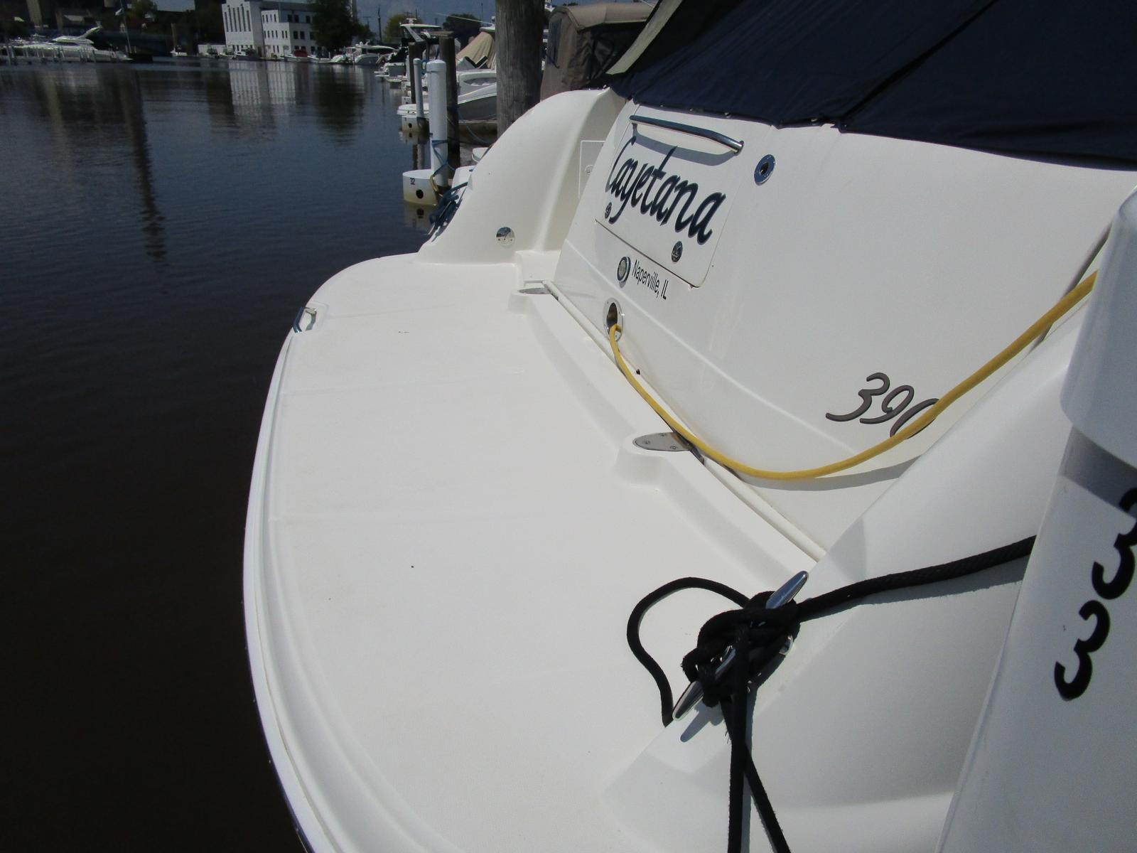 2004 Sea Ray boat for sale, model of the boat is 390 Sundancer & Image # 8 of 8