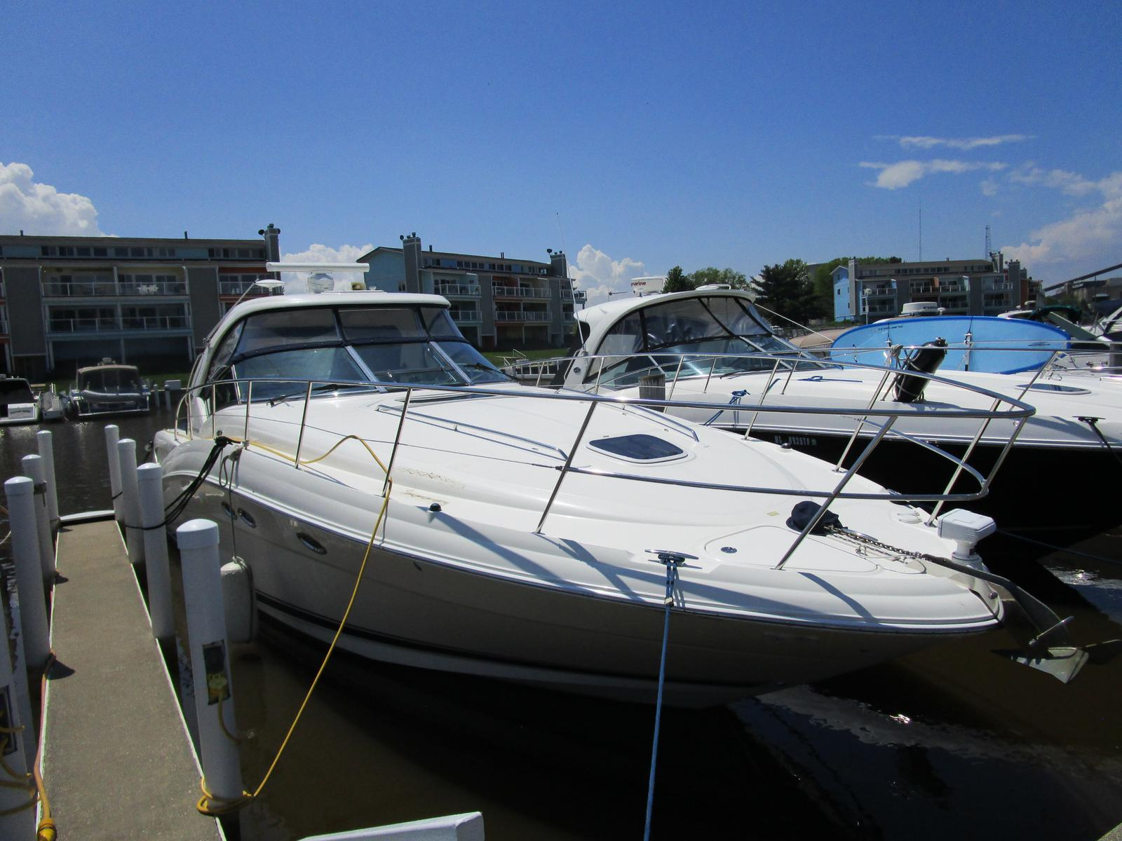 2004 Sea Ray boat for sale, model of the boat is 390 Sundancer & Image # 1 of 8