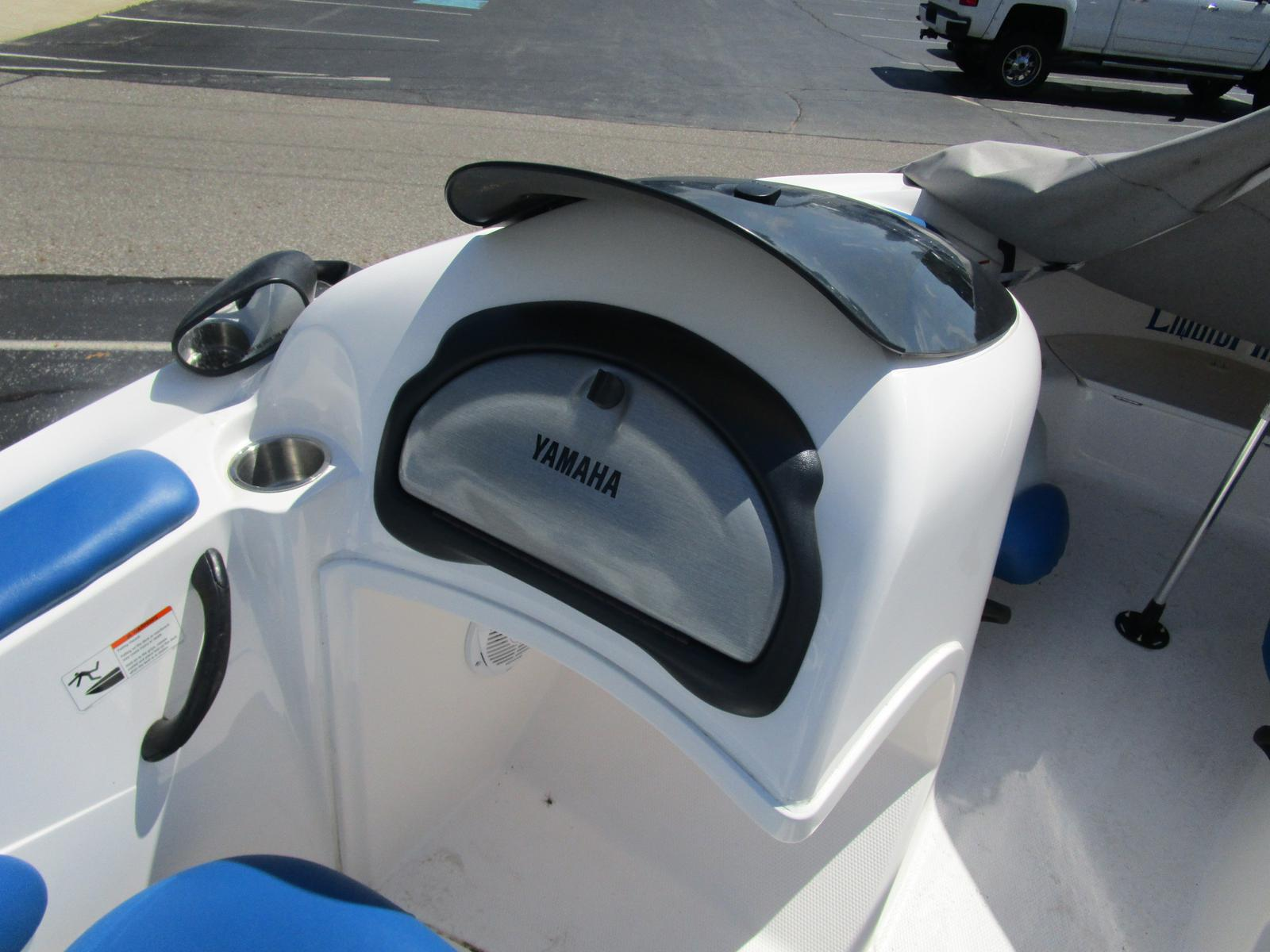 2002 Yamaha boat for sale, model of the boat is LX 2000 & Image # 4 of 5