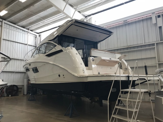2018 Sea Ray boat for sale, model of the boat is 400 Sundancer & Image # 2 of 11