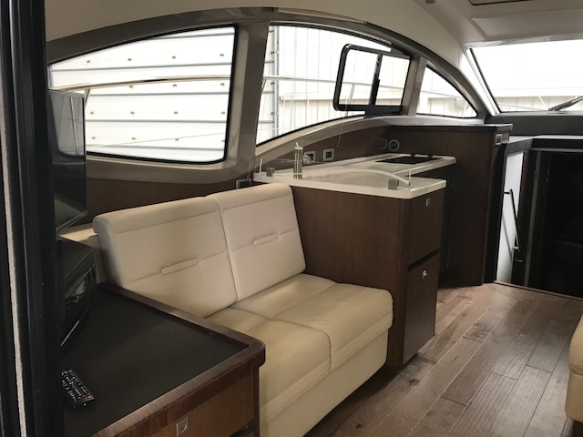 2018 Sea Ray boat for sale, model of the boat is 400 Sundancer & Image # 5 of 11