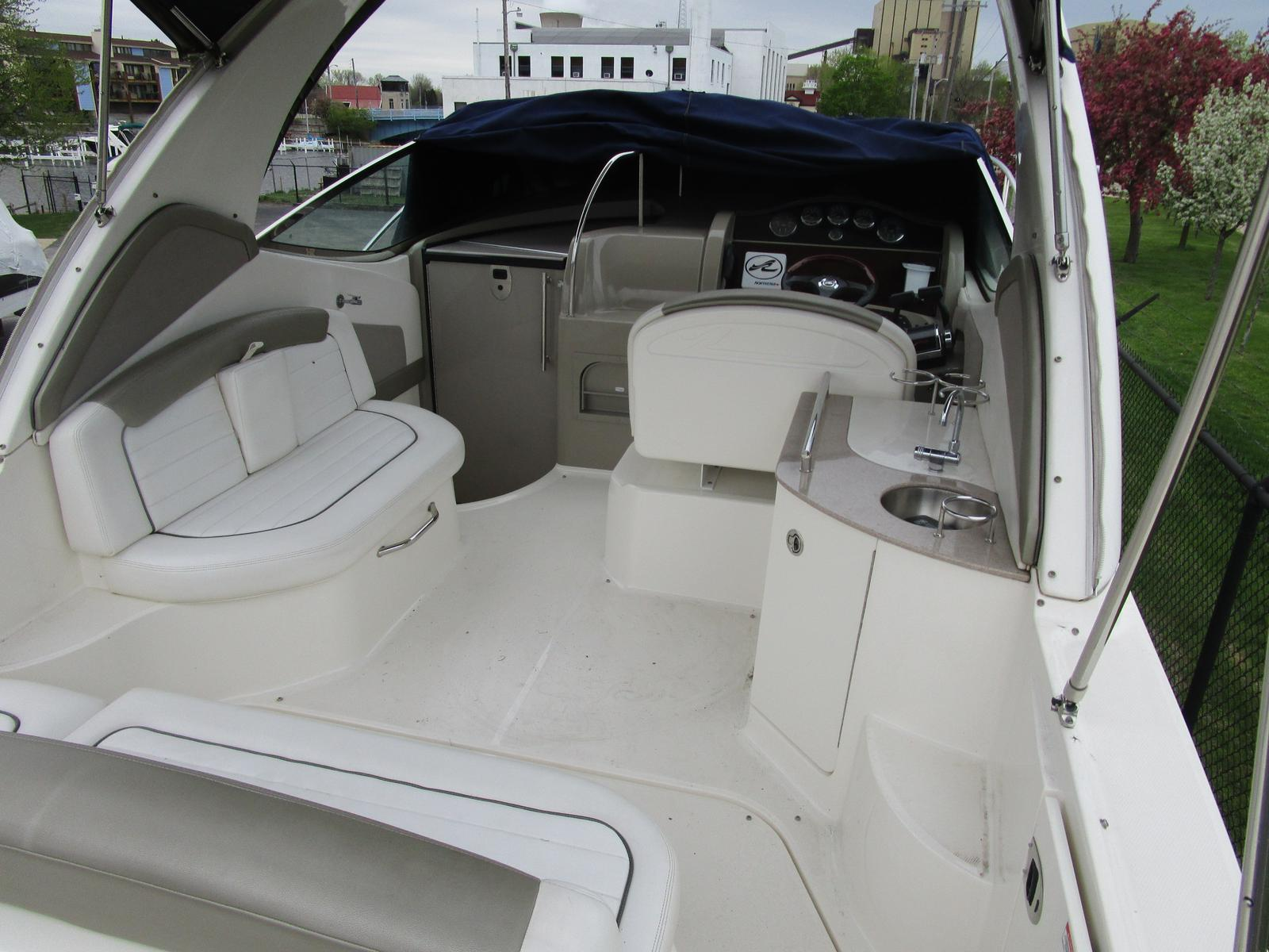 2007 Sea Ray boat for sale, model of the boat is 290 Sundancer & Image # 4 of 10