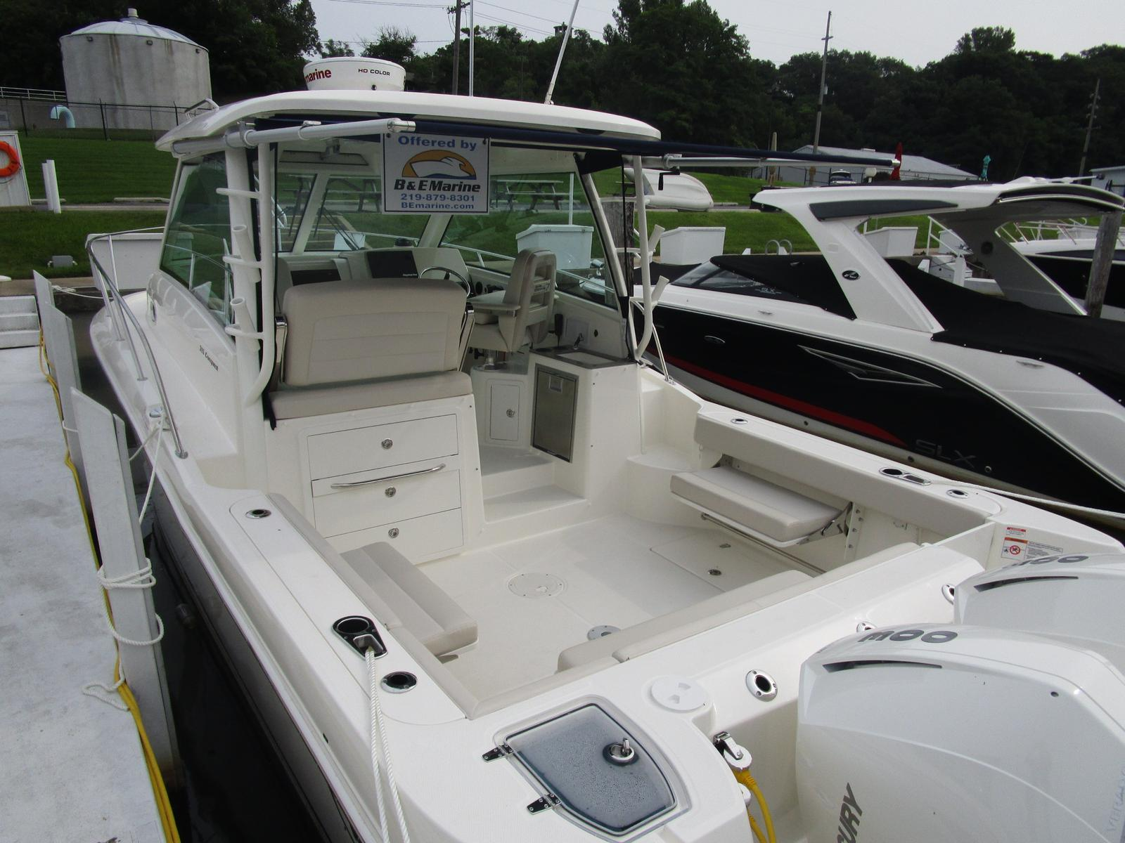 2019 Boston Whaler boat for sale, model of the boat is 315 Conquest & Image # 5 of 11