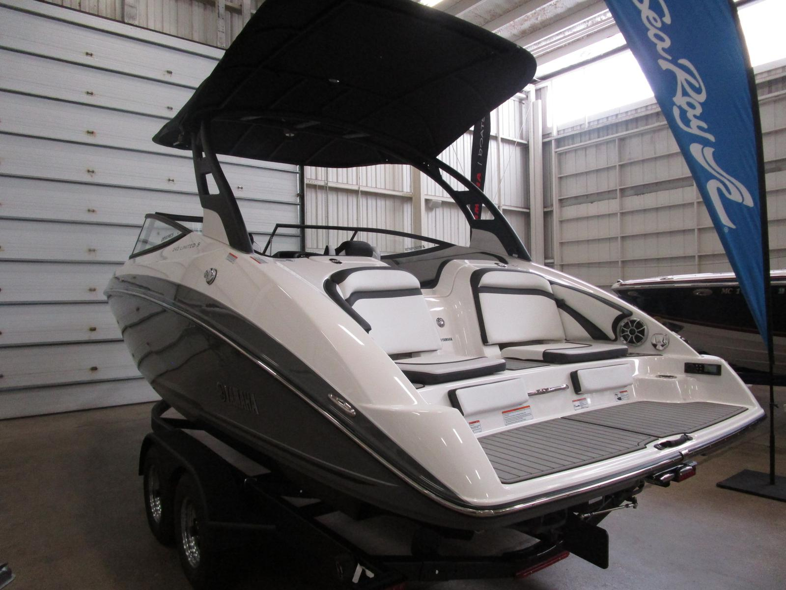 2019 Yamaha boat for sale, model of the boat is 242 Limited S E-Series & Image # 2 of 7