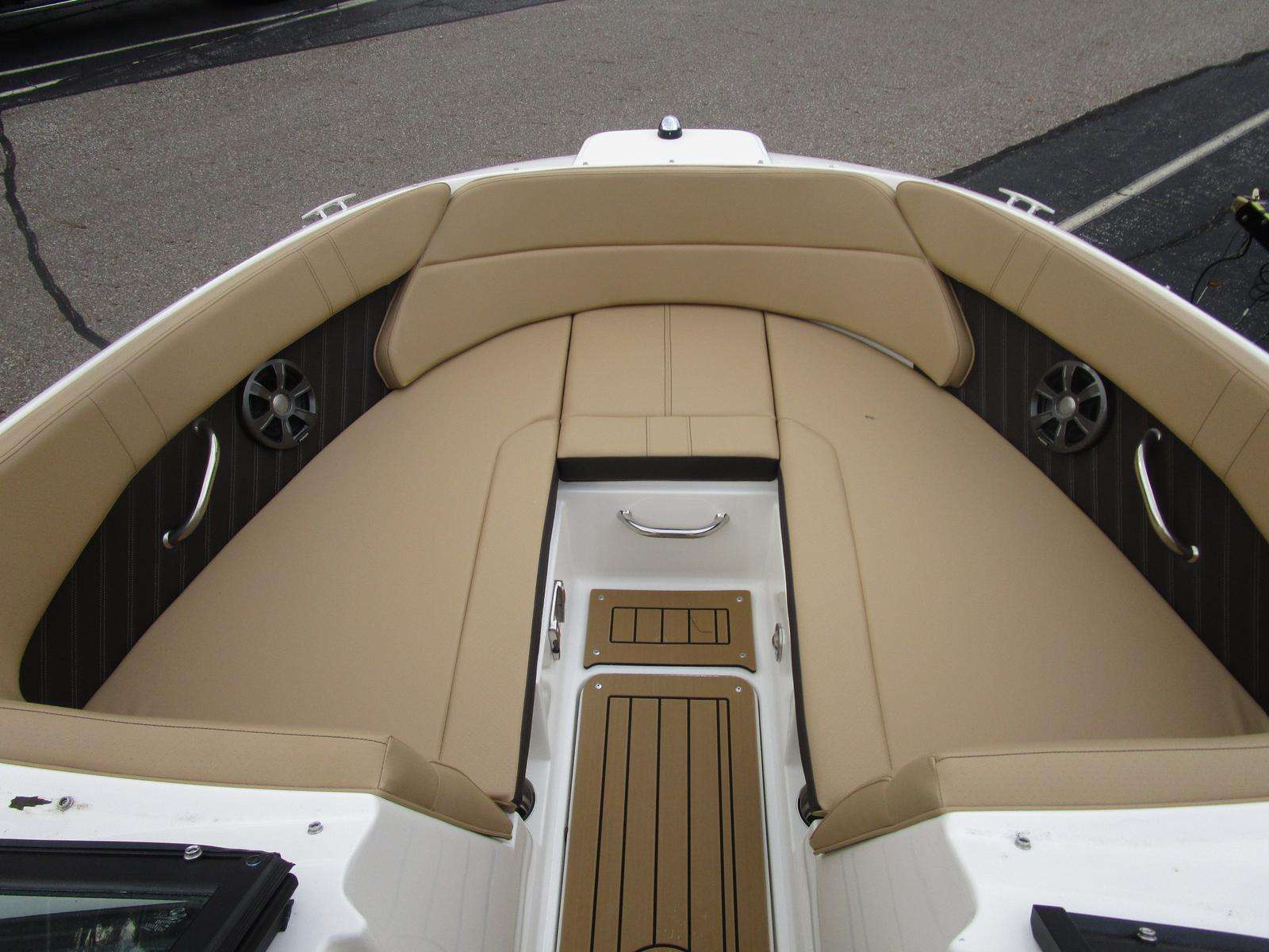 2019 Sea Ray boat for sale, model of the boat is SPX 230 & Image # 5 of 7