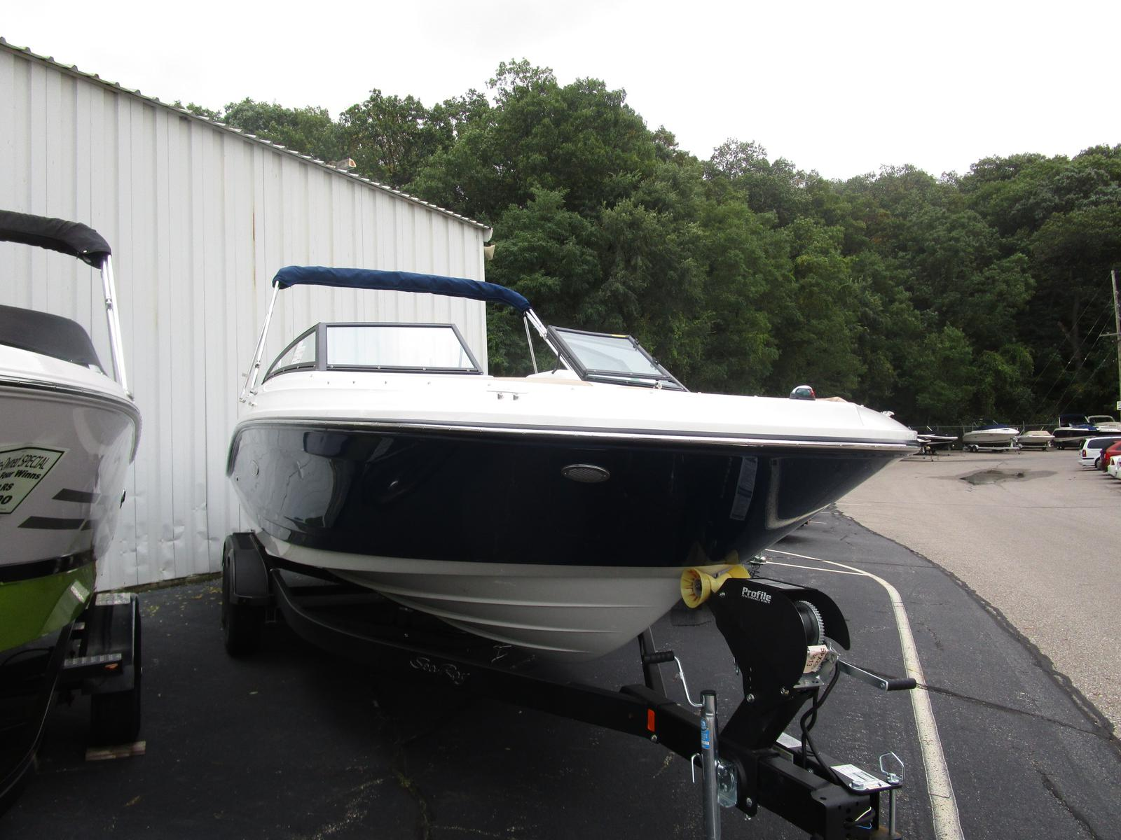 2019 Sea Ray boat for sale, model of the boat is SPX 230 & Image # 2 of 7