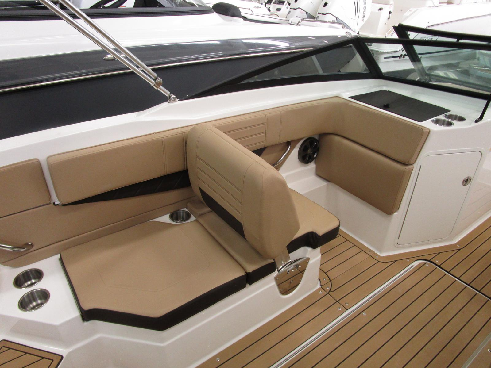 2019 Sea Ray boat for sale, model of the boat is SPX 210 & Image # 4 of 7