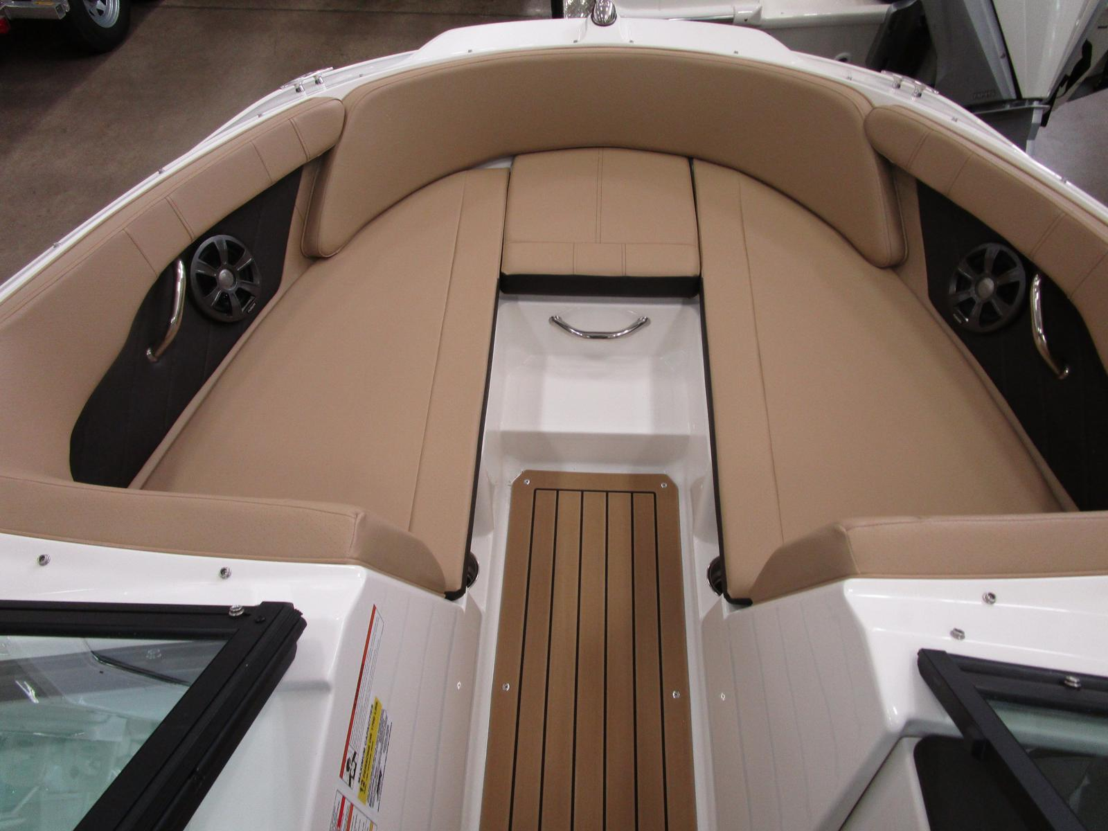 2019 Sea Ray boat for sale, model of the boat is SPX 210 & Image # 6 of 7