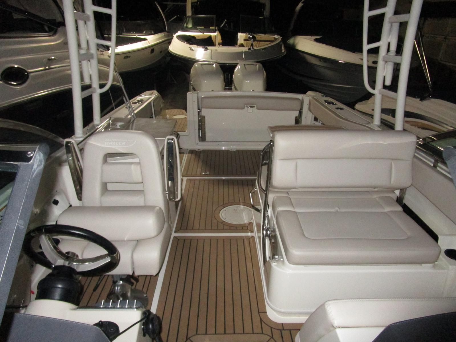 2017 Boston Whaler boat for sale, model of the boat is 270 Vantage Freshwater, Joystick, Loaded!!! & Image # 11 of 14