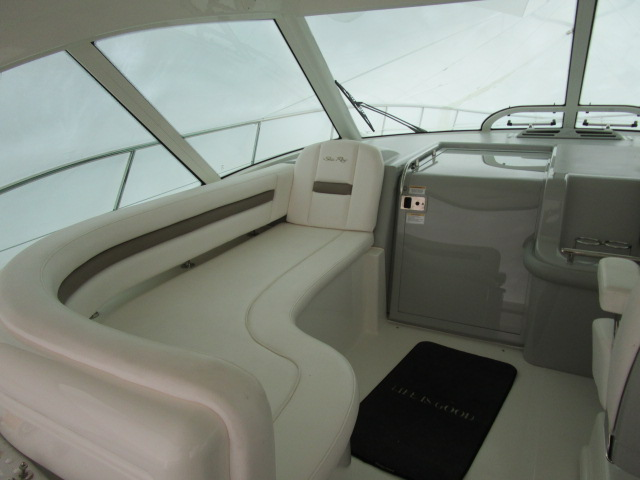 2012 Sea Ray boat for sale, model of the boat is 500 Sundancer & Image # 3 of 18