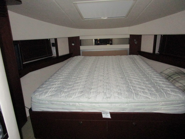 2012 Sea Ray boat for sale, model of the boat is 500 Sundancer & Image # 7 of 18
