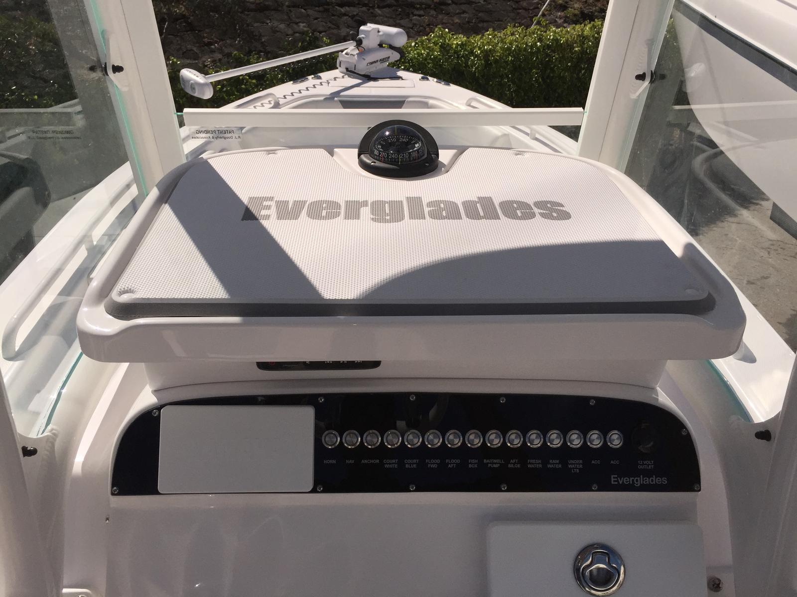 2015 Everglades Boats 243cc
