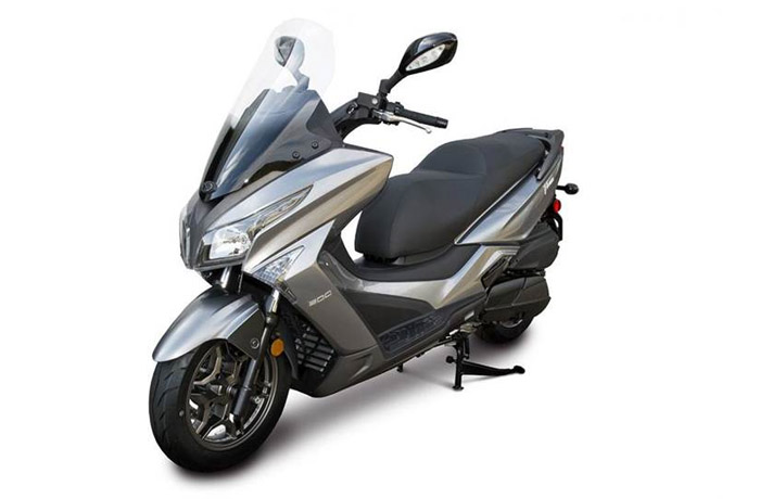 300cc - 700cc Scooters