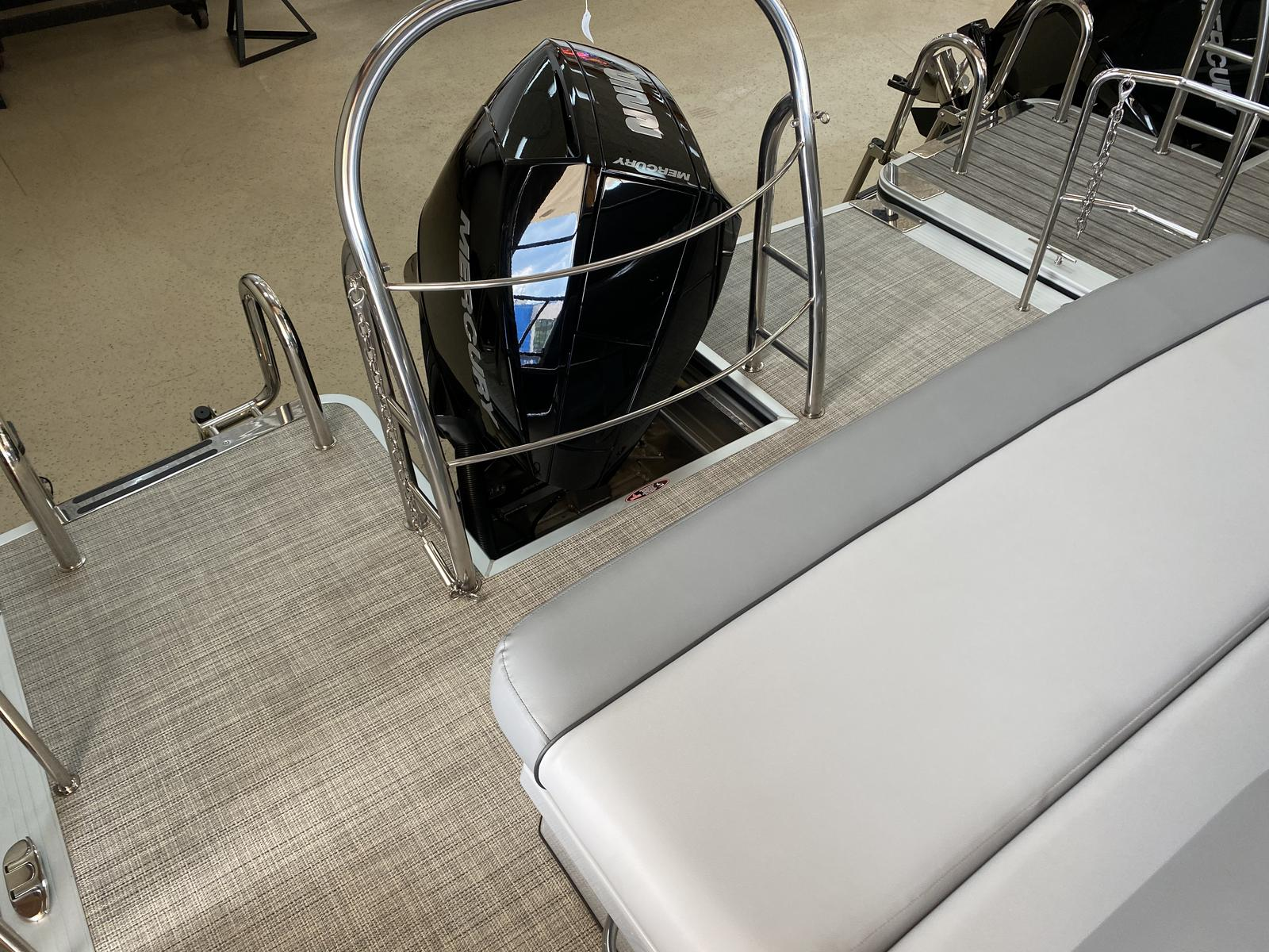 2020 Harris boat for sale, model of the boat is Grand Mariner 250 & Image # 4 of 13