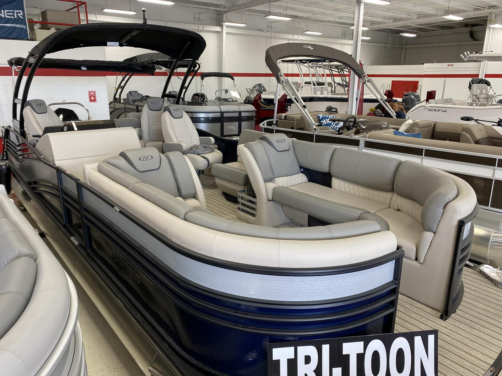 2020 Harris boat for sale, model of the boat is Grand Mariner 270 & Image # 1 of 12
