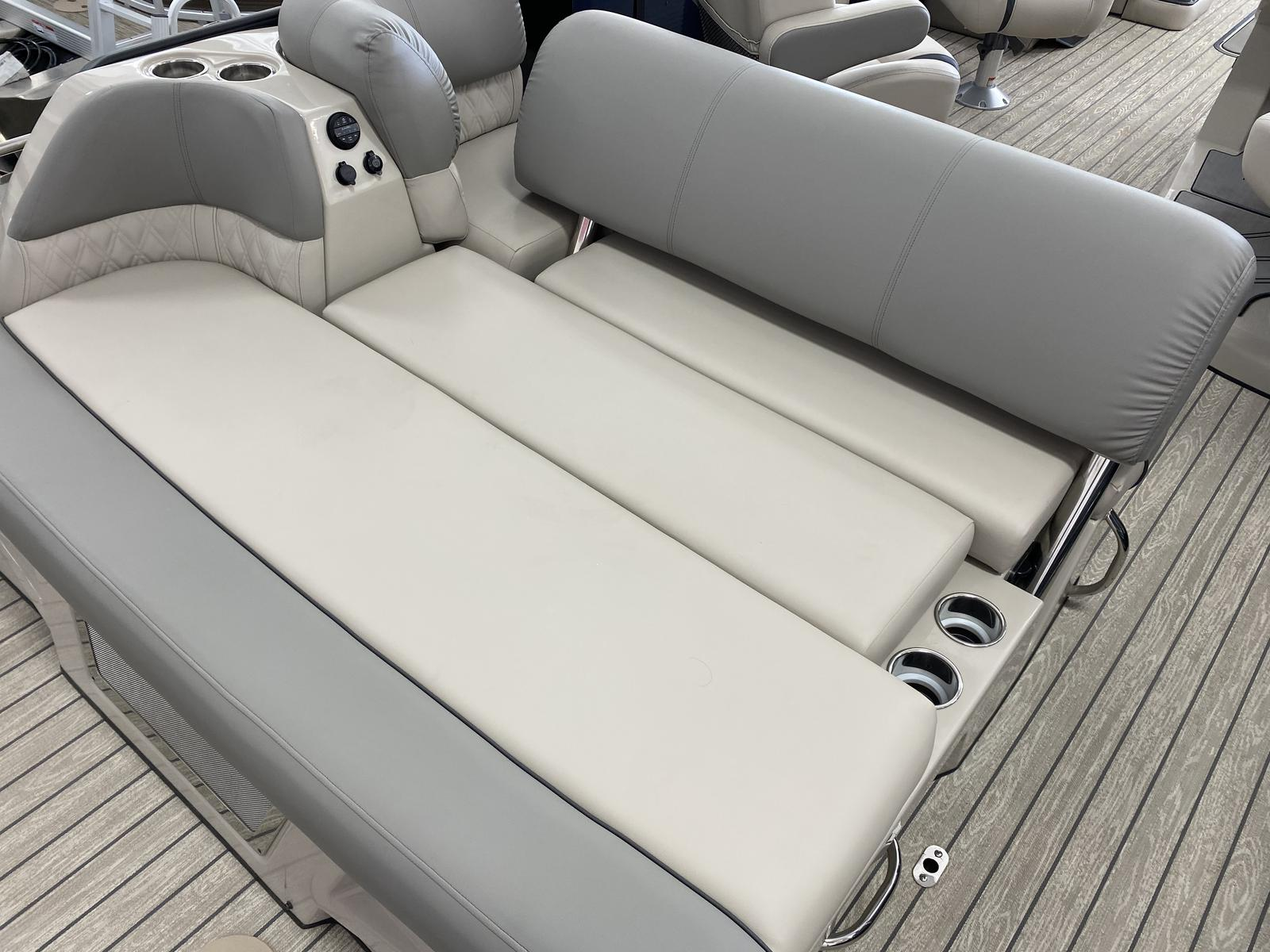 2020 Harris boat for sale, model of the boat is Grand Mariner 270 & Image # 4 of 12