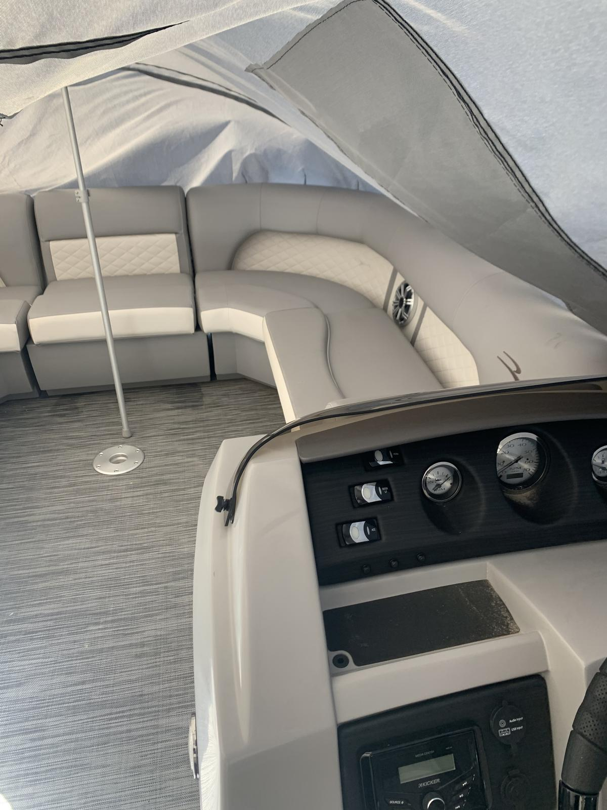2020 Bennington boat for sale, model of the boat is 23 SFBXP & Image # 6 of 9