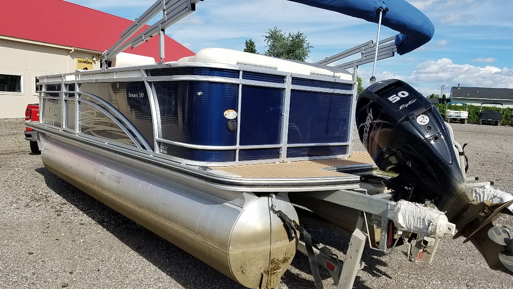 2014 Harris boat for sale, model of the boat is Sunliner 200 & Image # 3 of 14