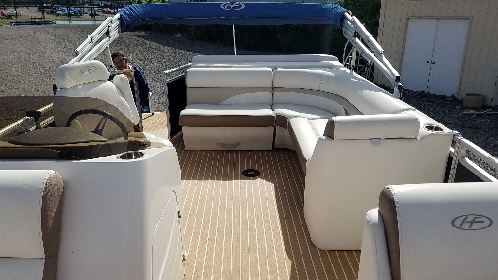 2014 Harris boat for sale, model of the boat is Sunliner 200 & Image # 10 of 14
