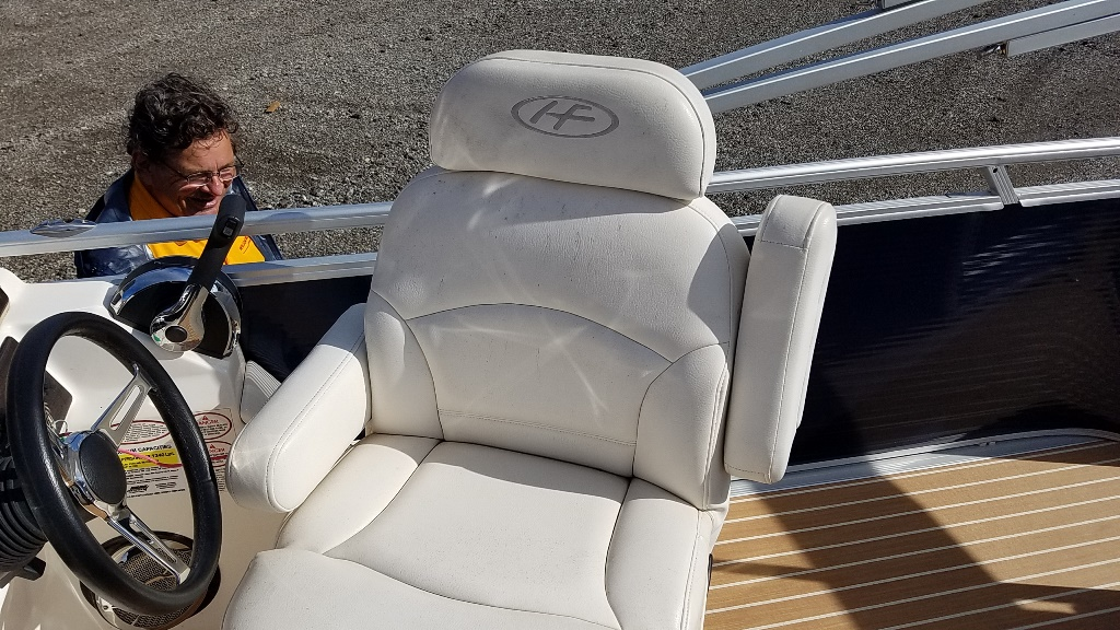 2014 Harris boat for sale, model of the boat is Sunliner 200 & Image # 12 of 14