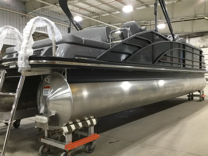 2020 Bennington boat for sale, model of the boat is 25 QSB & Image # 7 of 18